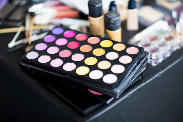 Podstawy kobiecej kosmetyczki